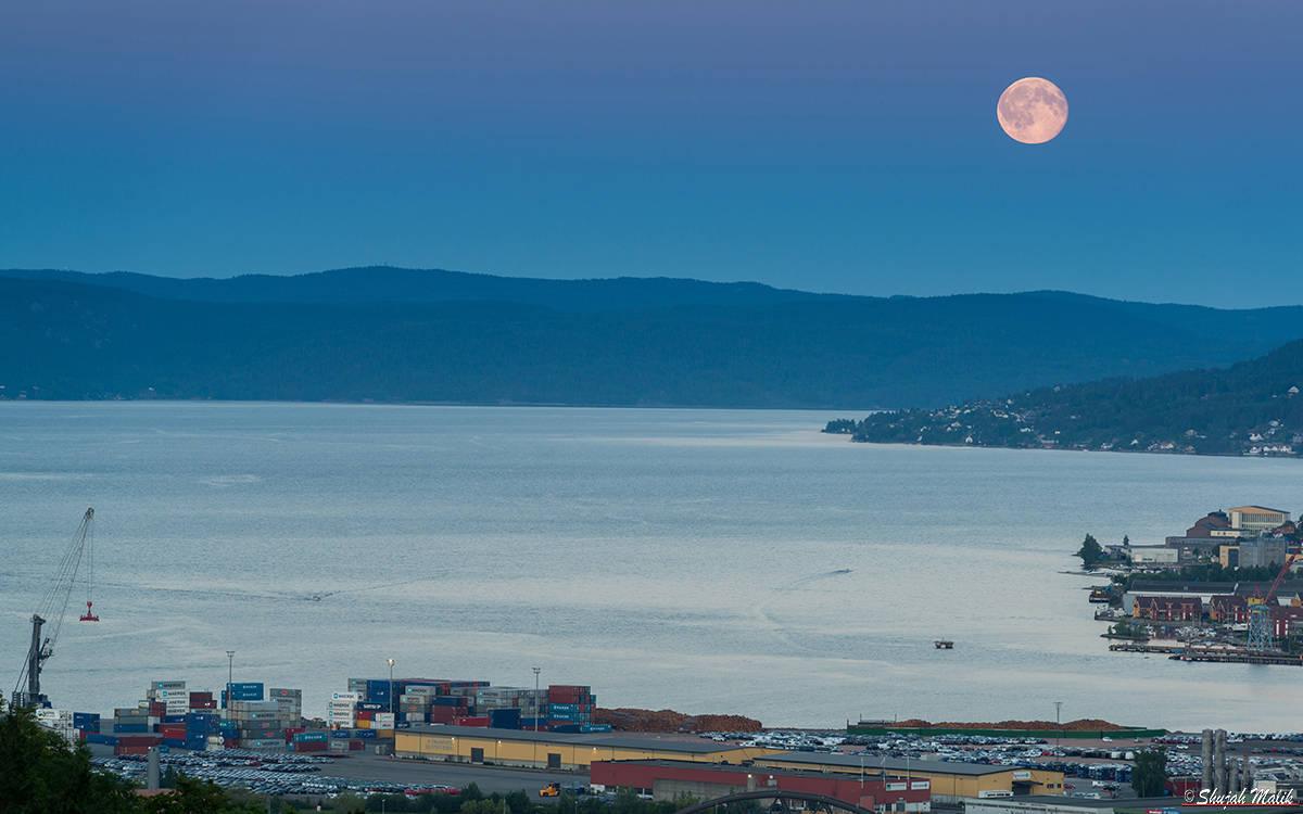 Drammens havn Maane (2.Juli)