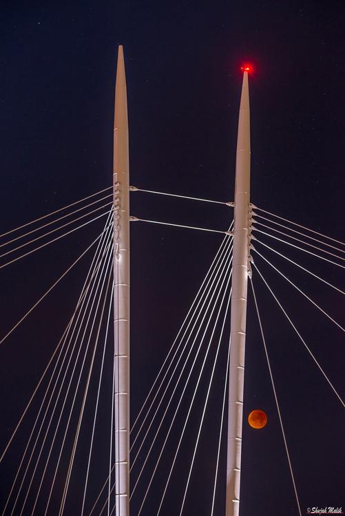 Ypsilon Red Moon